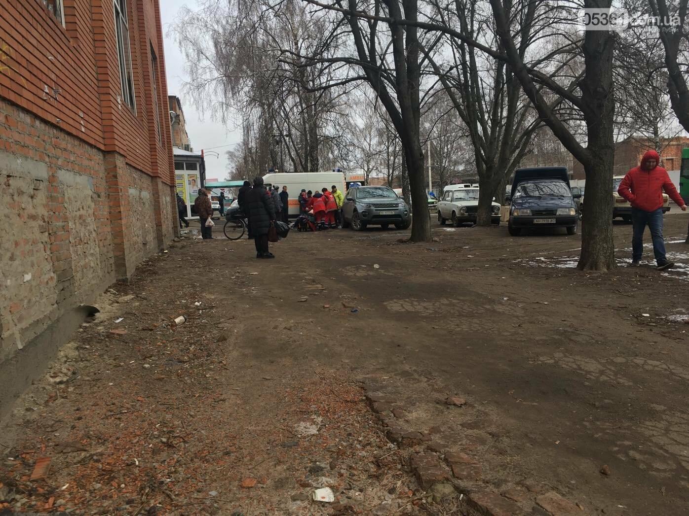 У Лубнах посеред вулиці лікарі рятували чоловіка, фото-3