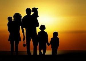 ПРО ОБМЕЖЕННЯ ПЕРЕБУВАННЯ НЕПОВНОЛІТНІХ ДІТЕЙ У ВЕЧІРНІЙ ЧАС НА ВУЛИЦЯХ ТА В РОЗВАЖАЛЬНИХ ЗАКЛАДАХ БЕЗ СУПРОВОДУ ДОРОСЛИХ